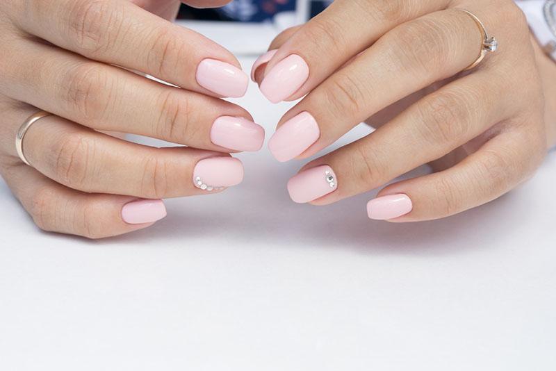 Jaką metodę przedłużania paznokci wybrać?