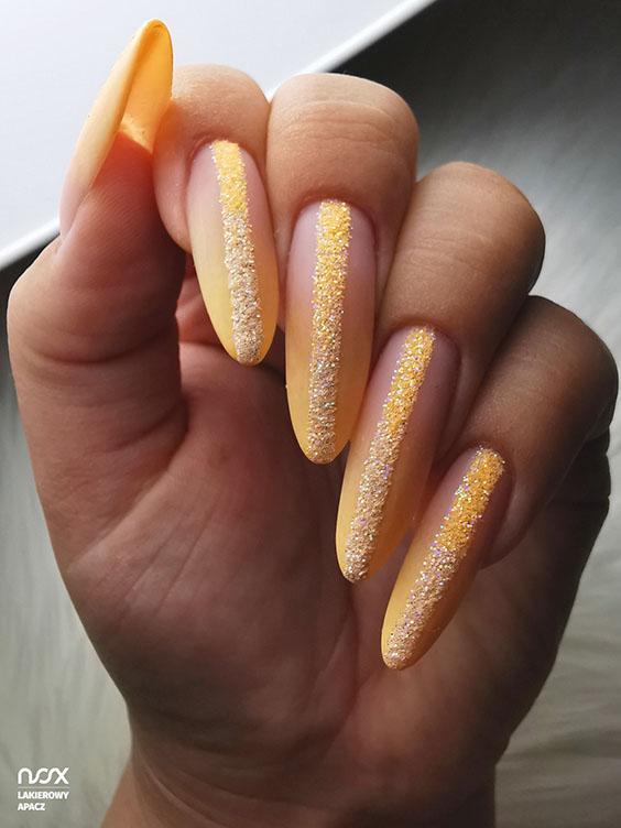 Neonowe ombre na paznokciach