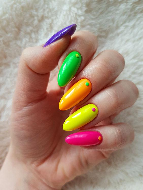 Neonowe paznokcie hybrydowe