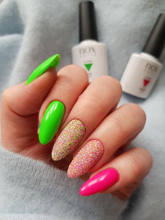 Neonowe paznokcie z brokatem
