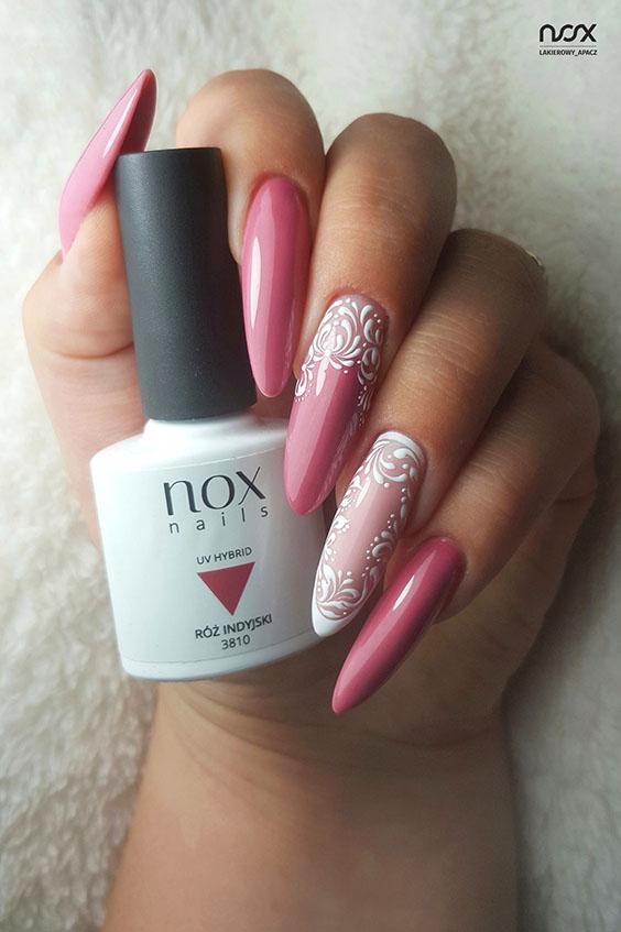 Ciemnoróżowy manicure na jesień