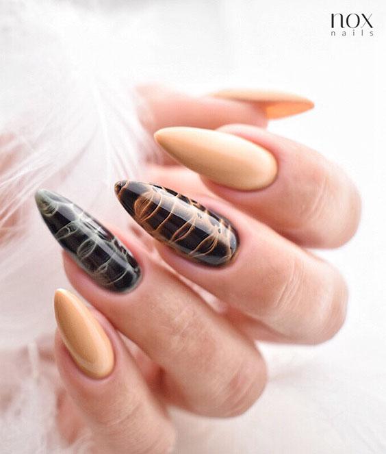 Jasnobrązowe paznokcie na jesień