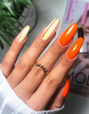 Ciemnopomarańczowe paznokcie hybrydowe
