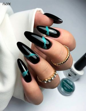 Czarne paznokcie z efektem syrenki