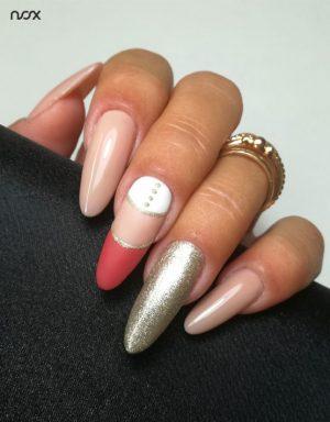 Jasnobrązowe paznokcie hybrydowe