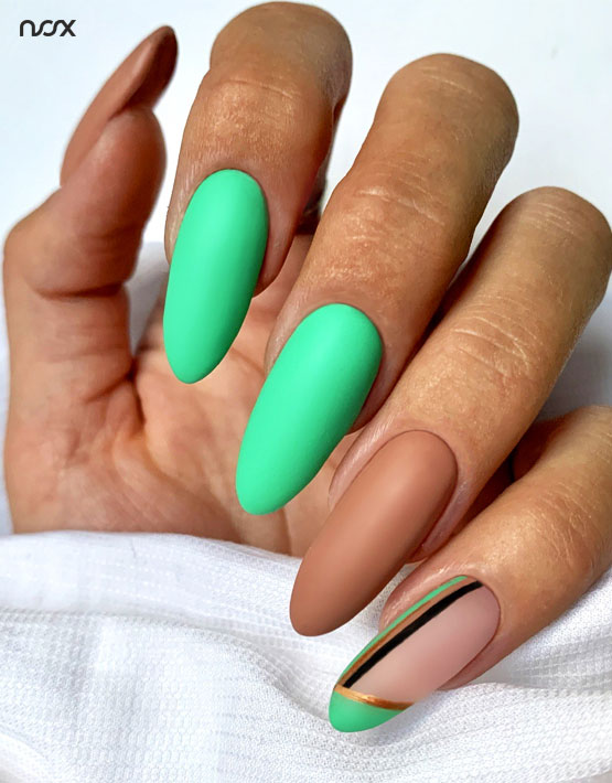 Malachitowe paznokcie hybrydowe