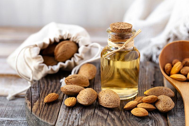 Olej ze słodkich migdałów - właściwości i zastosowanie